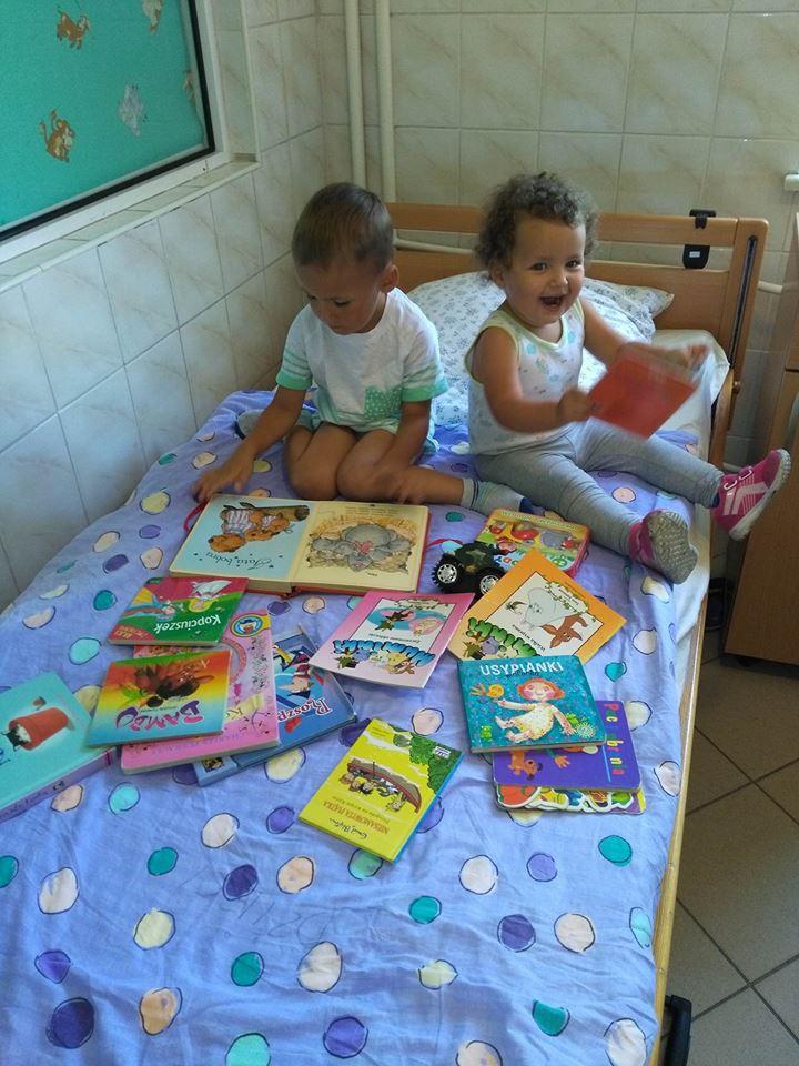 Świebodzice_Dzieci dostały ksiazeczk_pediatria